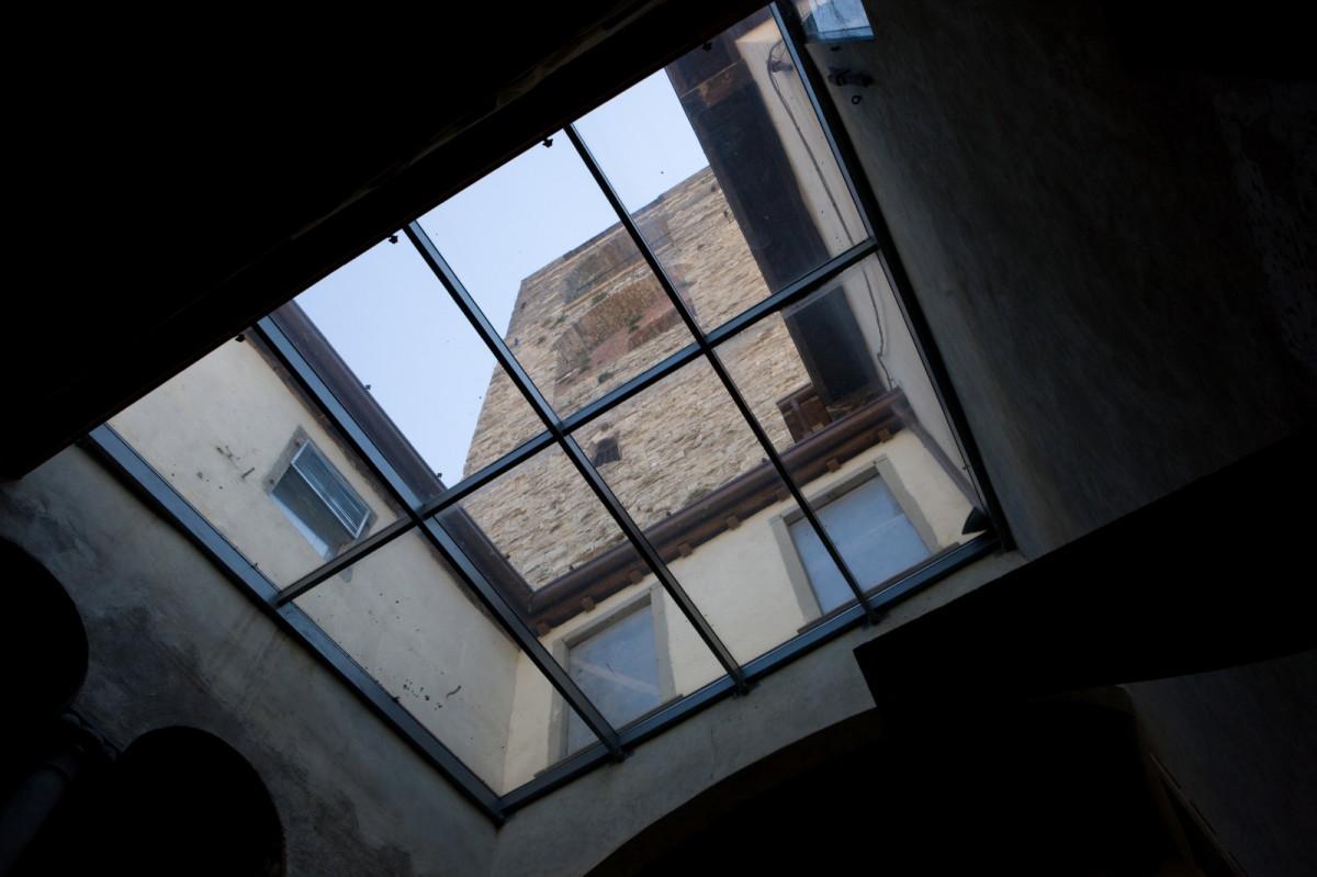 Comm.: città di Bergamo - Installazione nuovo ascensore e restauro della torre del Campanone - archh. Tosi, Baretti, Boldorini e Gonella - Vista dal palazzo del Podestà (Foto P.Stroppa)