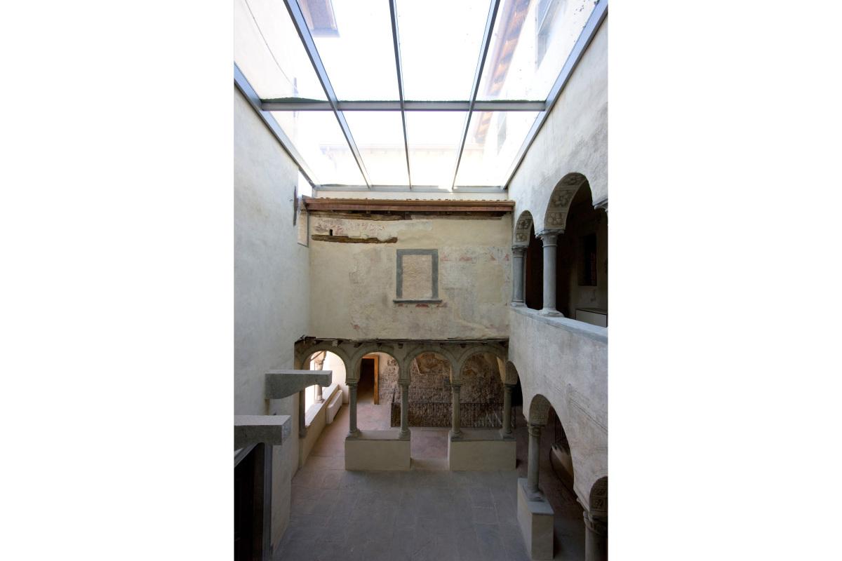 Comm.: città di Bergamo - Restauro del Palazzo del Podestà i fini museali - archh. Tosi, Baretti, Boldorini e Gonella - Patio coperto(Foto P.Stroppa)