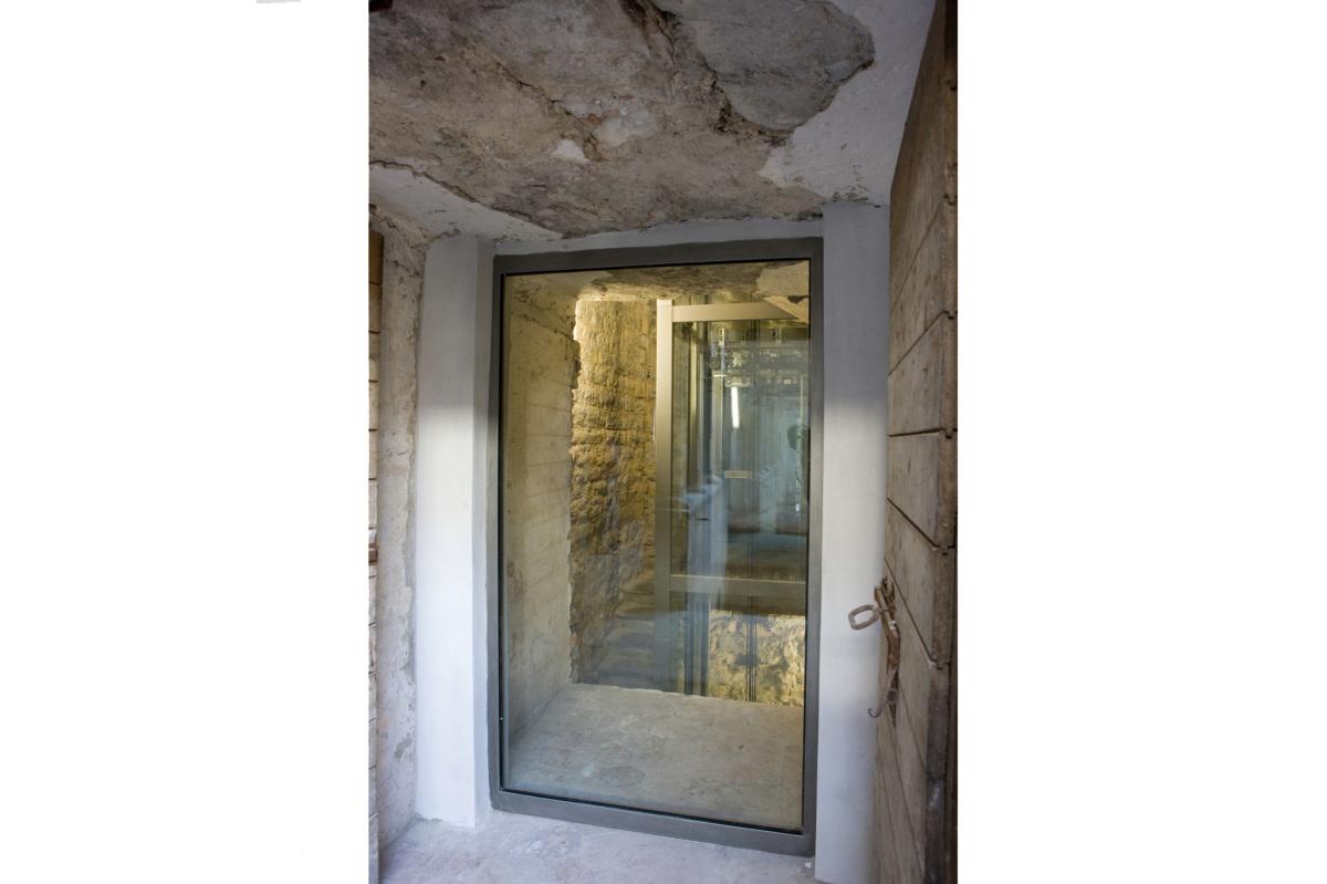 Comm.: città di Bergamo - Installazione nuovo ascensore e restauro della torre del Campanone - archh. Tosi, Baretti, Boldorini e Gonella - Vista interna (Foto P.Stroppa)