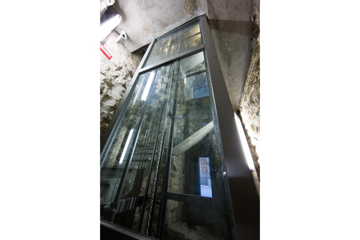 Comm.: città di Bergamo - Installazione nuovo ascensore e restauro della torre del Campanone - archh. Tosi, Baretti, Boldorini e Gonella - Dettaglio strutture (Foto P.Stroppa)
