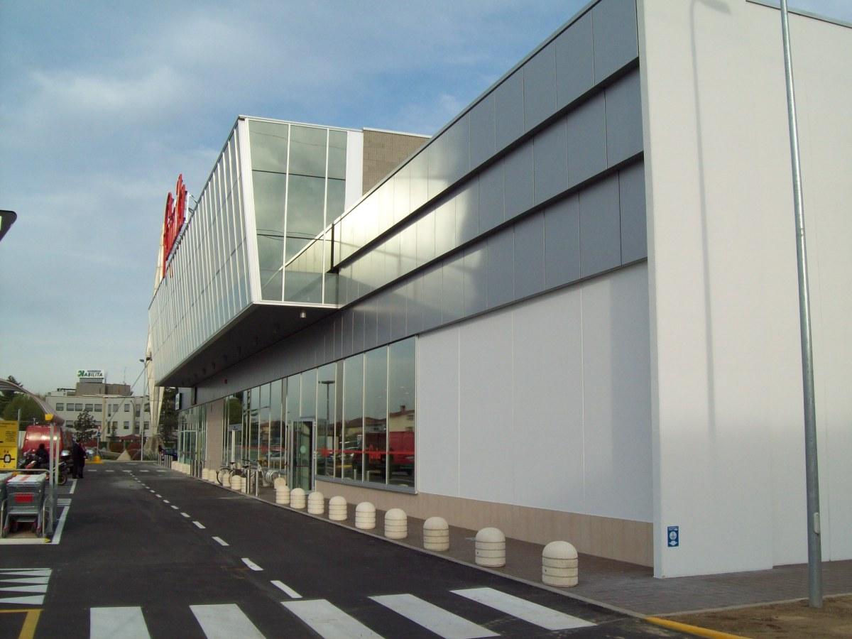 Ciserano - Committenza privata - Edificio terziario-commerciale - Vista da est