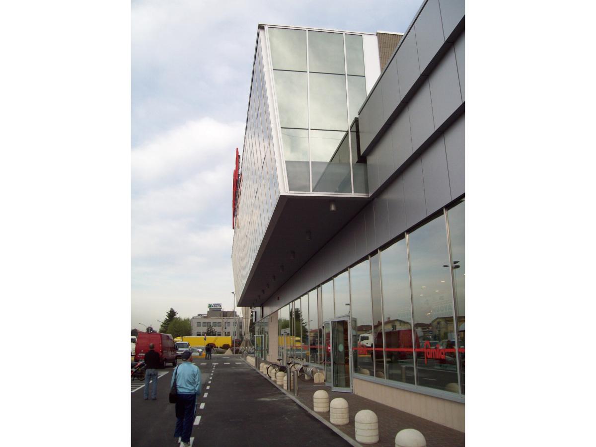 Ciserano - Committenza privata - Edificio terziario-commerciale - Dettaglio facciata