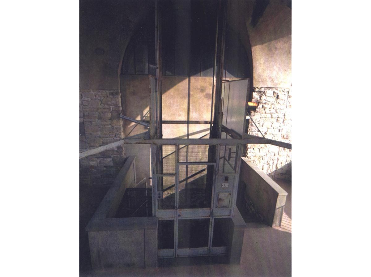 Vecchio ascensore